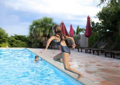 le-mas-bleu-gite-de-caractere-avec-piscine